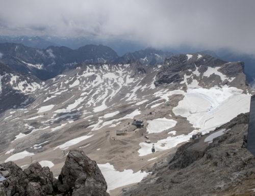 Tipp: Eine Gletscherführung auf Deutschlands höchstem Berg- der Zugspitze
